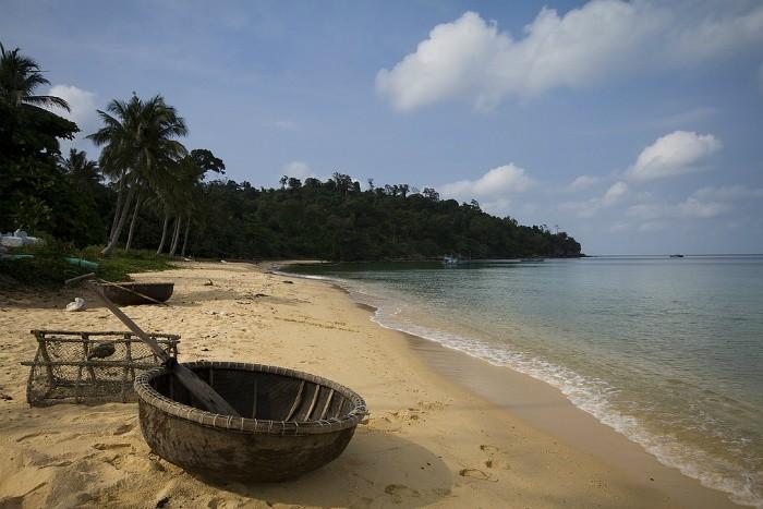 Những chiếc thuyền hình tròn trên bãi biển