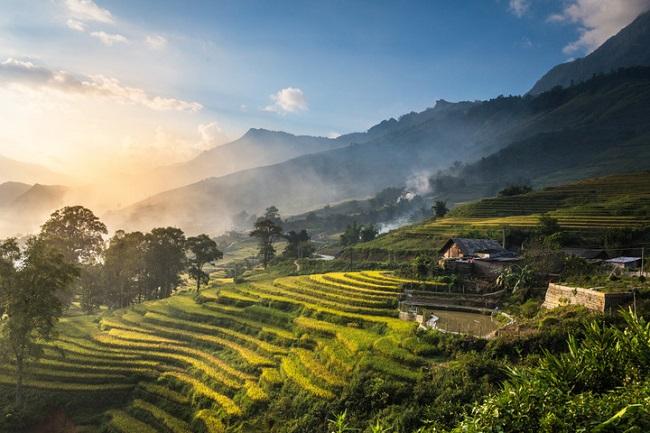 Ruộng bậc thang và núi đá trên Cao nguyên đá Đồng Văn