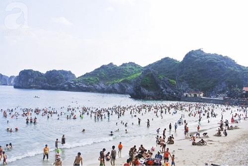 Bãi tắm biển Cát Bà